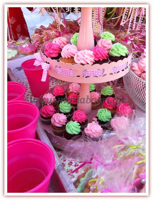 GIRL-PINK-CUP-CAKES